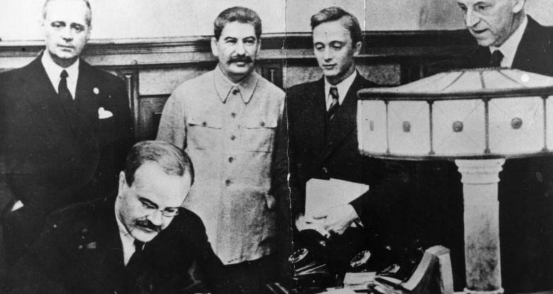 Se împlinesc 81 de ani de la semnarea Pactului Ribbentrop-Molotov